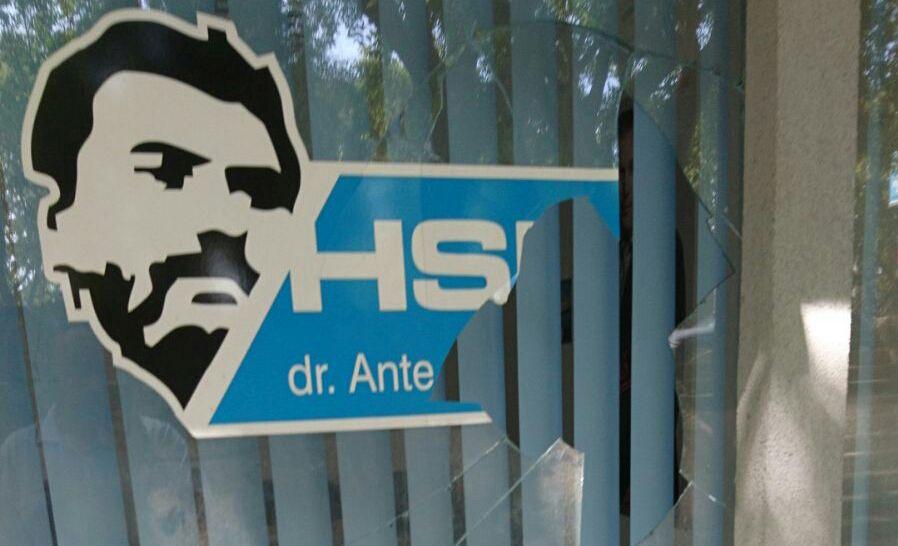 Razbijeno staklo na stranačkim prostorijama HSP AS u Splitu