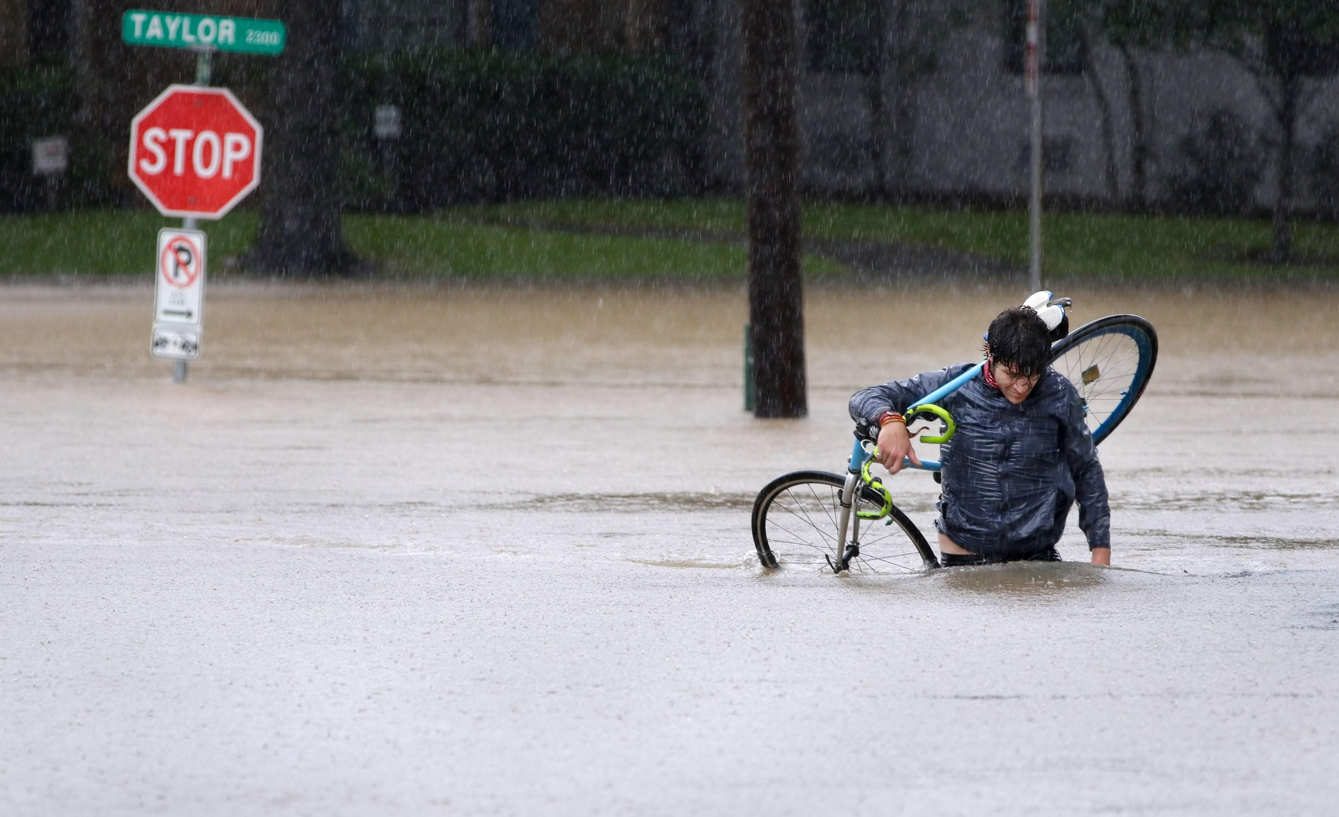 Trump danas stiže u poplavljeni Teksas