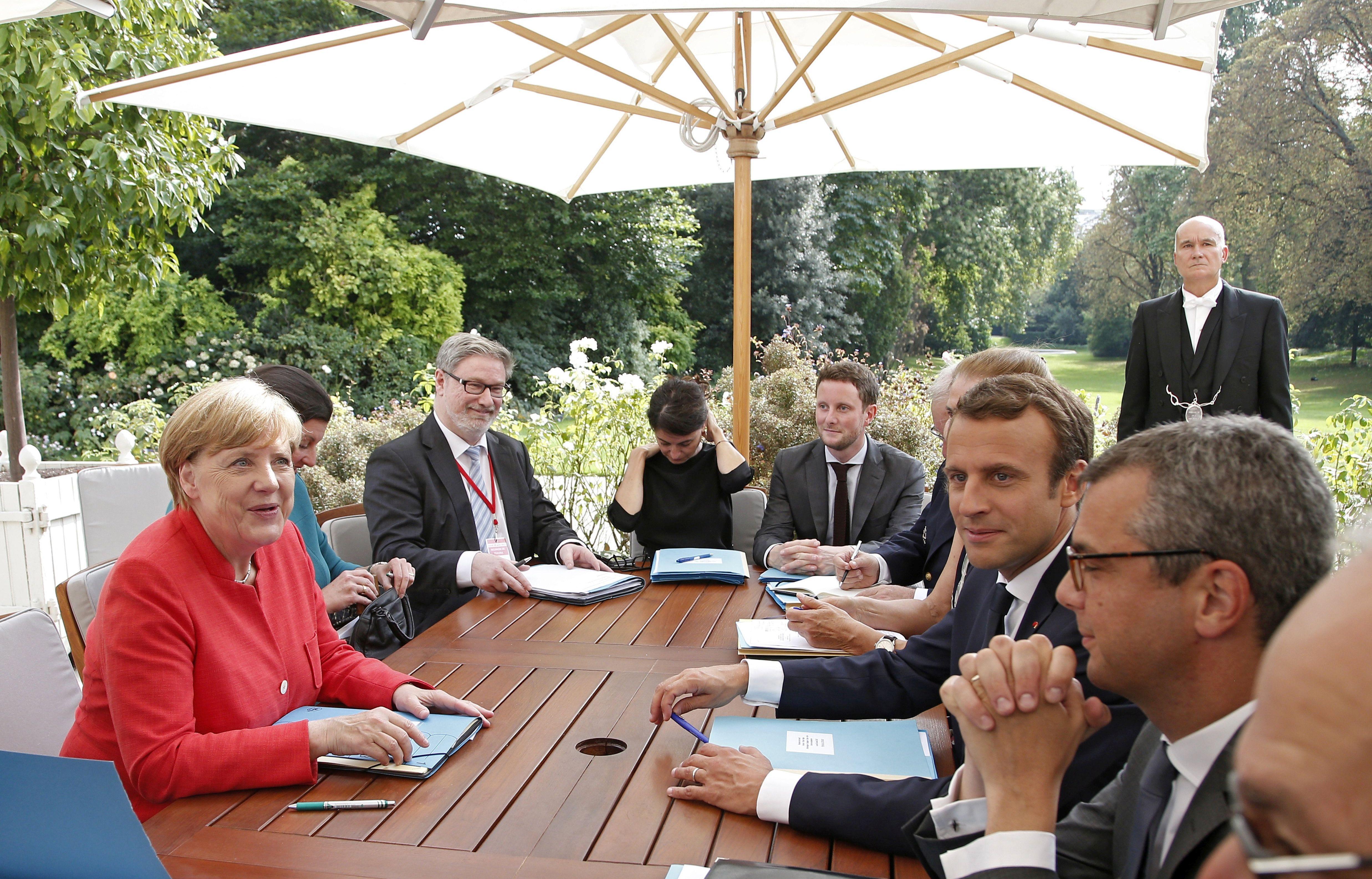 Merkel i Macron pozvali Putina i Porošenka da podrže primirje u Ukrajini