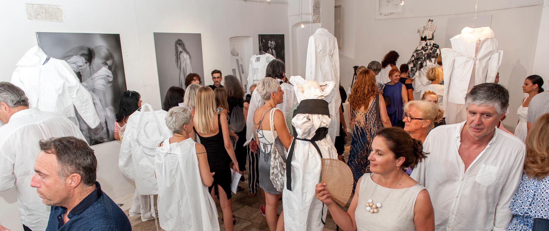 FOTO: Svečano otvorena izložba Charlie designa – Lori Was Here
