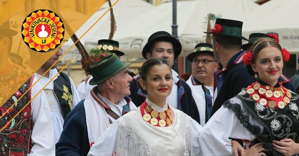 U svečanom mimohodu 52. Vinkovačkih jeseni oko 4.000 čuvara tradicijske baštine