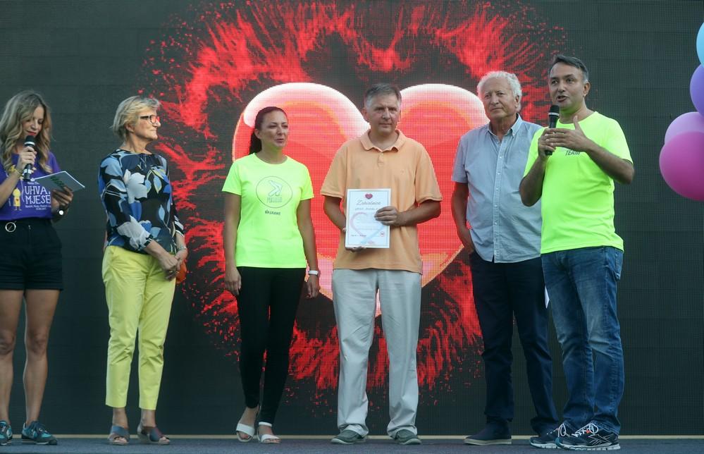 FOTO: Održan GRAWE noćni maraton i uručena donacija Udruzi Veliko srce malom srcu