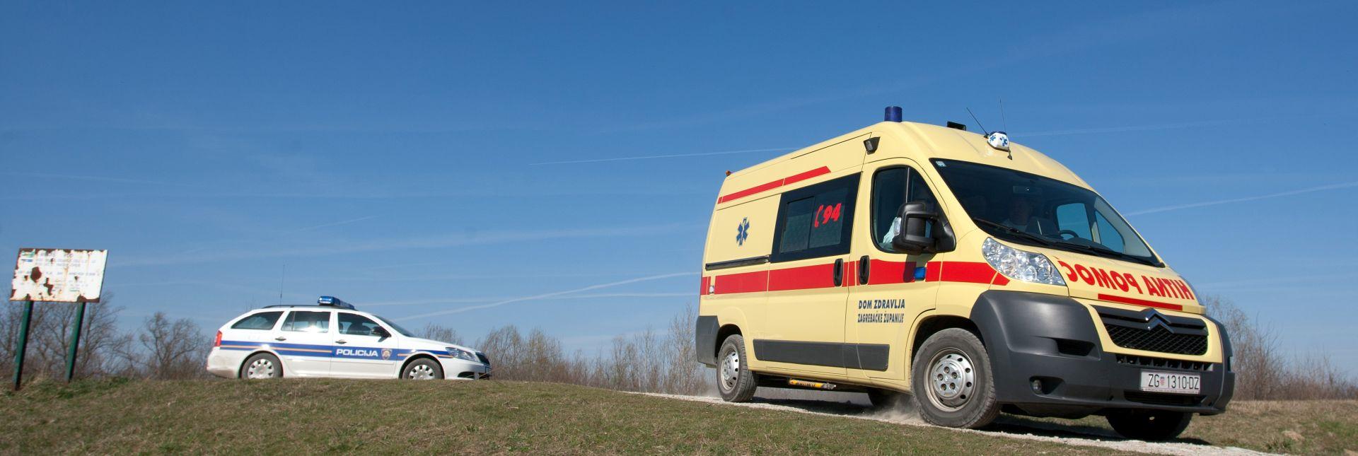 SLIJETANJE U PROVALIJU Kod Pazina poginula jedna osoba, još dvije ozlijeđene