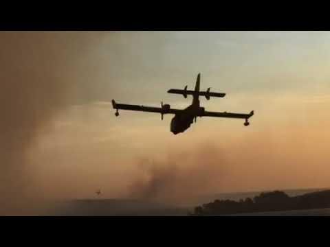 VIDEO: DESETAK POŽARA KOD MAGISTRALE Vatra ugrožava kuće i promet, vatrogasci kažu da su podmetnuti