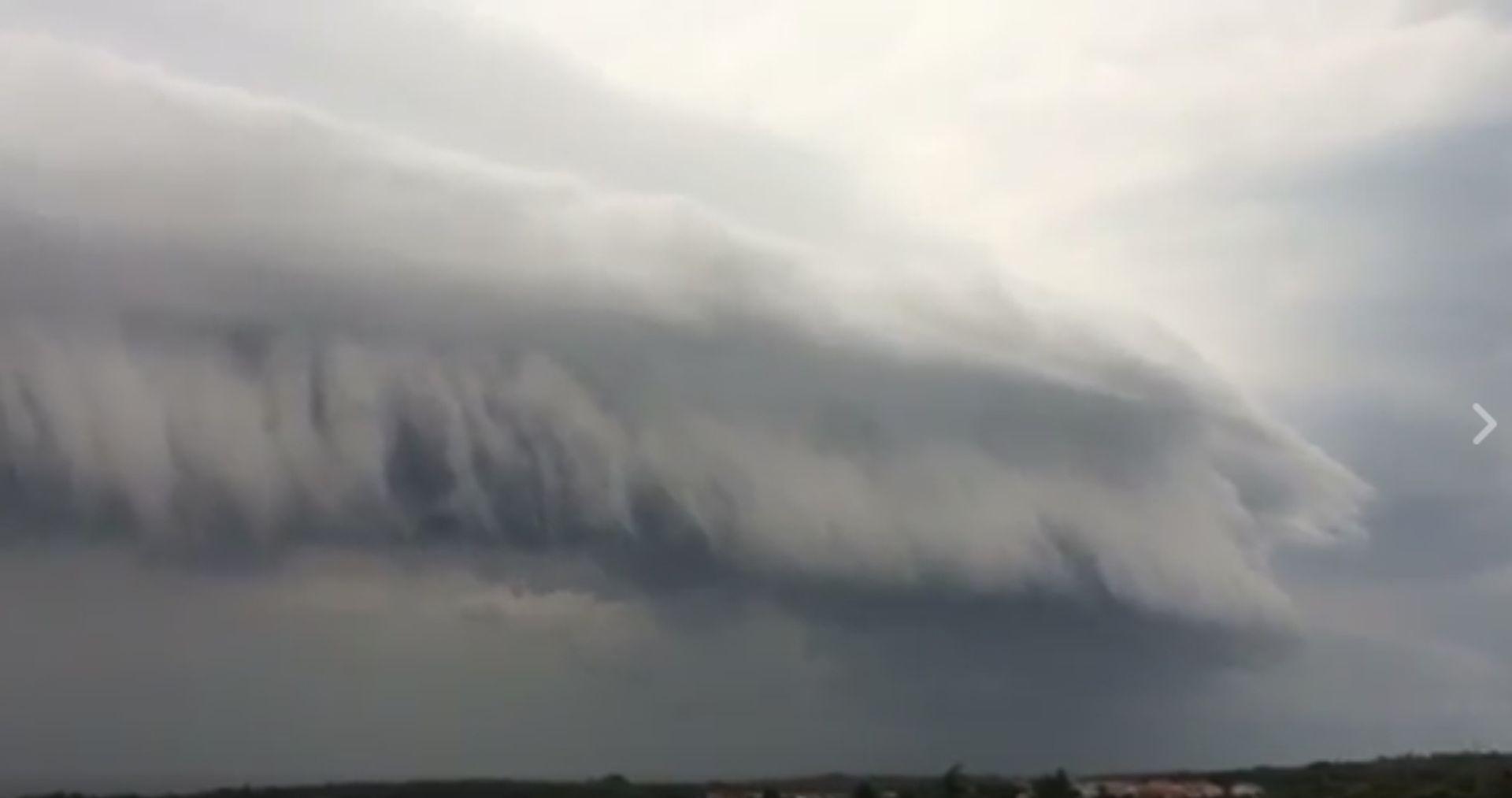 VIDEO: Velika oluja iz Italije stigla do Istre,brodovi traže pomoć, vjetar čupa stabla