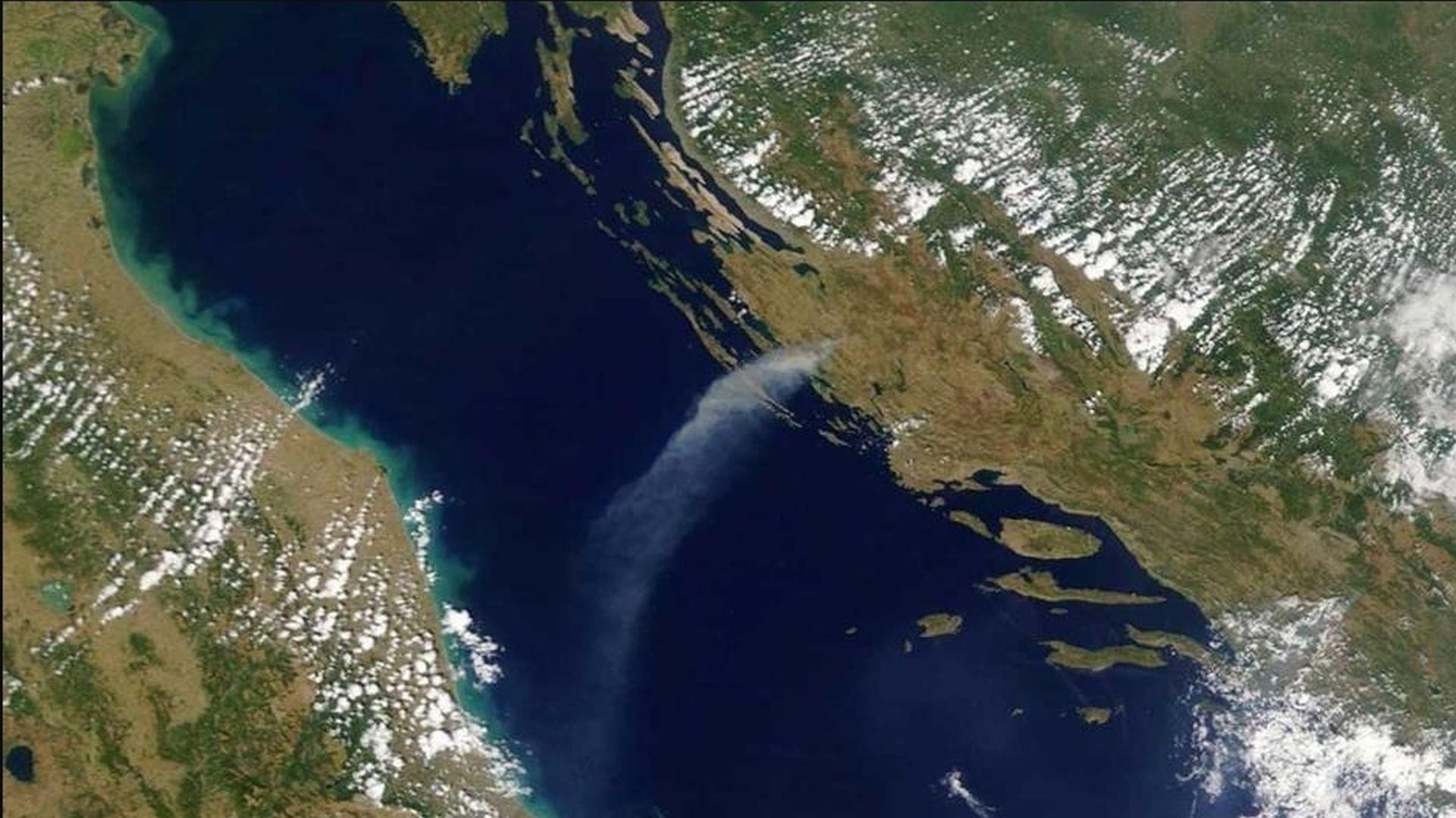 FOTO: Požari u Zadarskoj županiji vidljivi i iz svemira