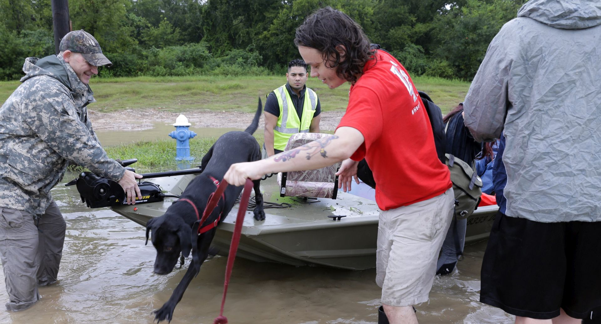 TRUMPOVI STIGLI Evakuacija zbog puknuća brane blizu Houston