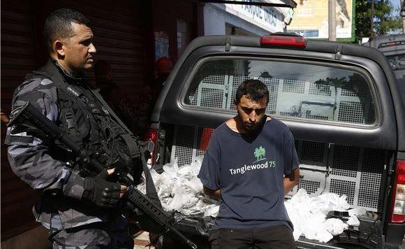 Tisuće vojnika i policajaca u akciji protiv banda u favelama Rija