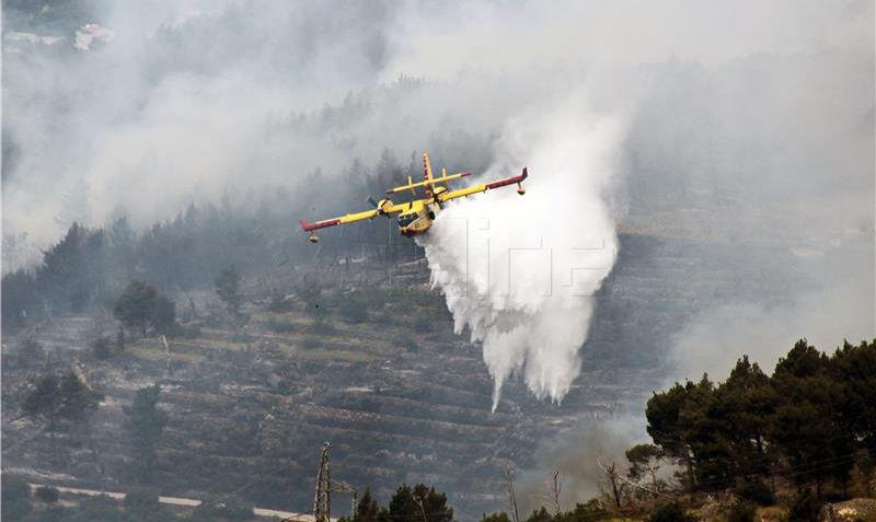 Gori kod Rasline, požar kod Kistanja još nije lokaliziran