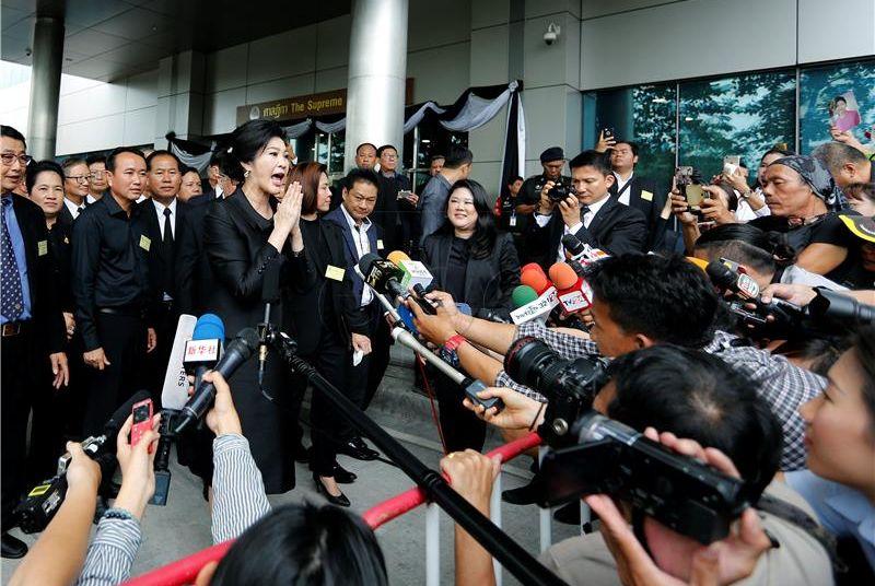 Bivša tajlandska premijerka nije se pojavila na sudu, možda pobjegla iz zemlje