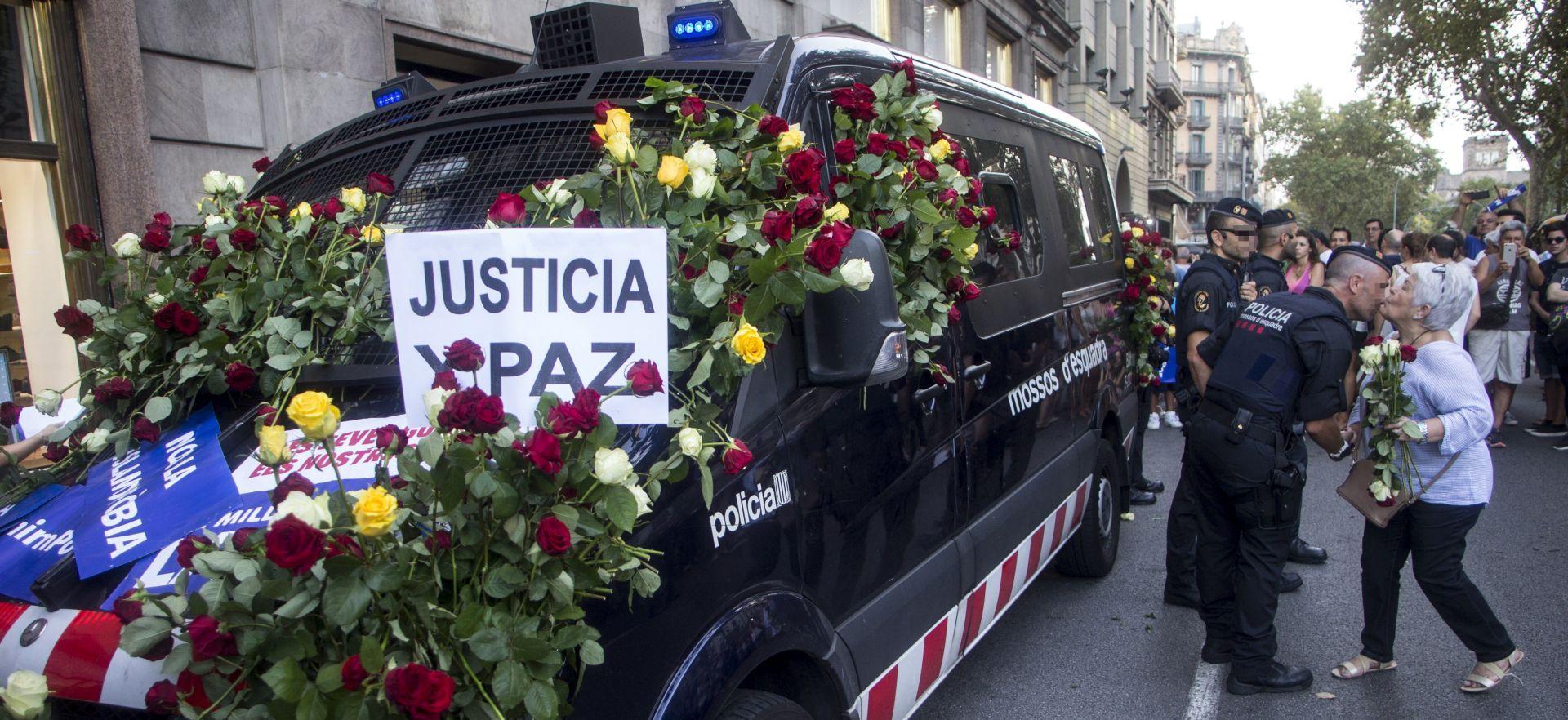 """500 TISUĆA LJUDI SE """"NE BOJI"""" """"Napad se dogodio na Laa Ramblasu, u srcu grada, teško smo pogođeni"""","""