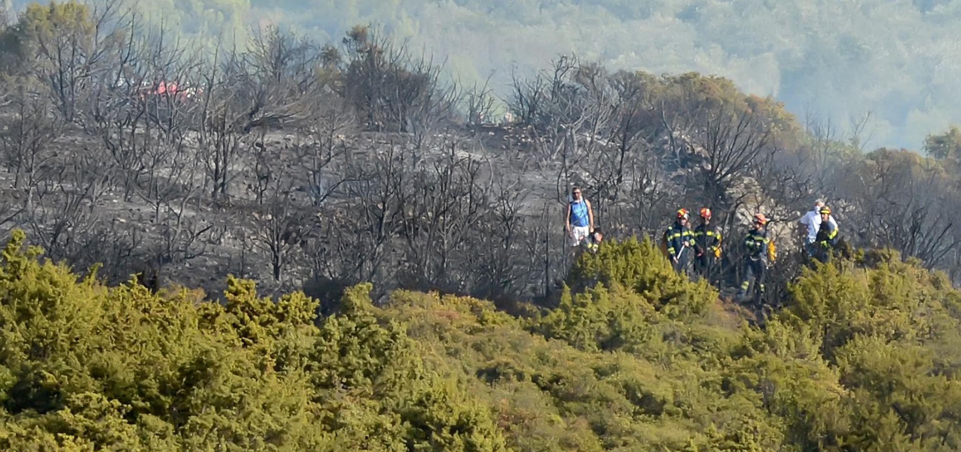 Bolje stanje na požarištu kod Skradina, kiša pomogla vatrogascima