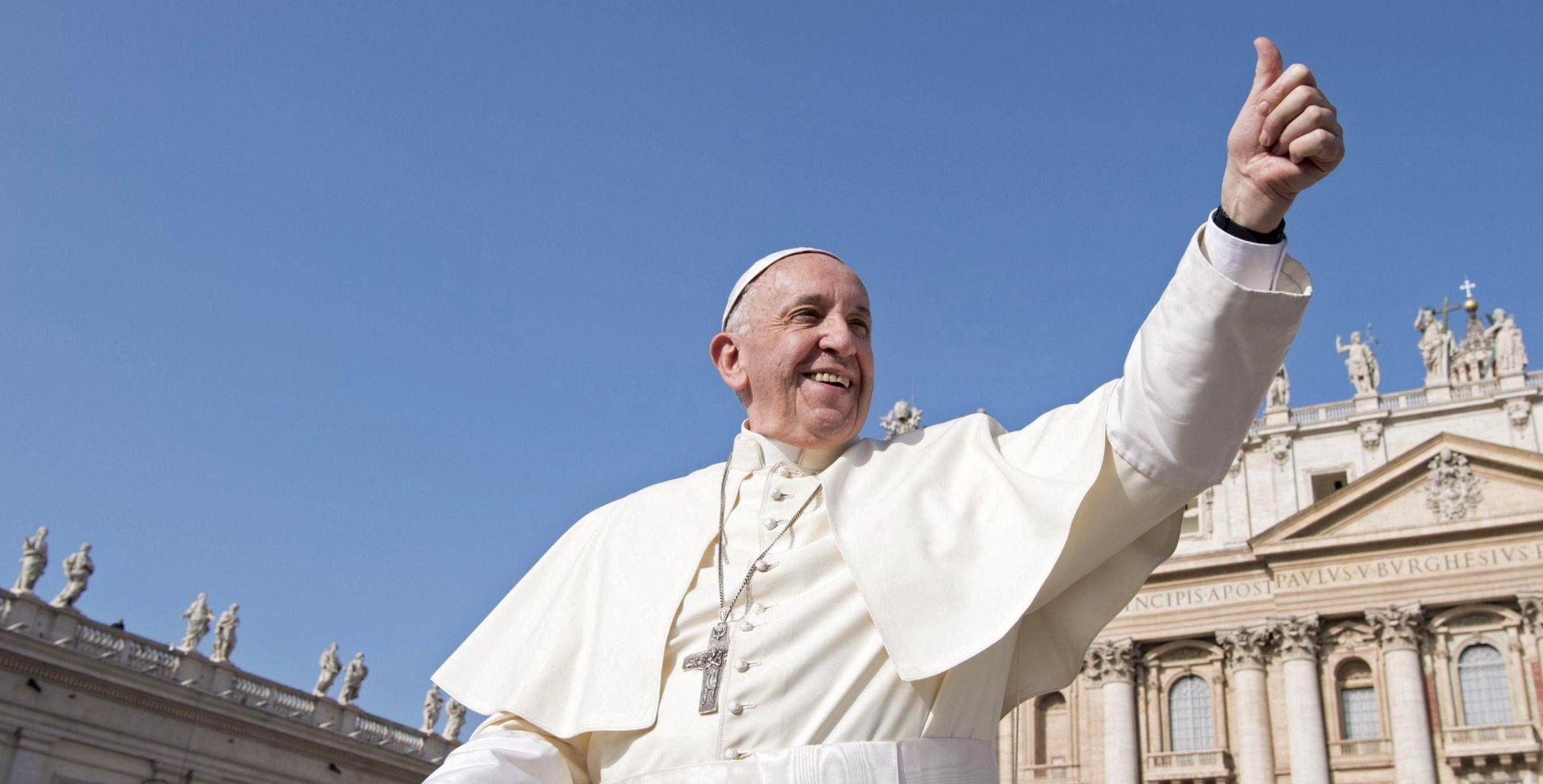 'SVETI DIM' Papa zabranio prodaju cigareta u Vatikanu