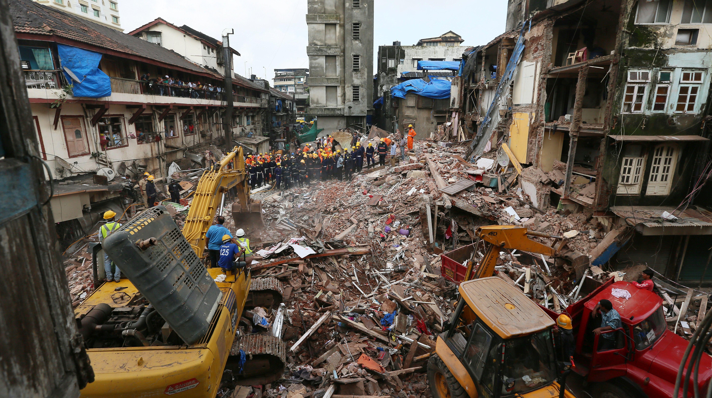 U rušenju zgrade u Mumbaiju najmanje 33 mrtvih