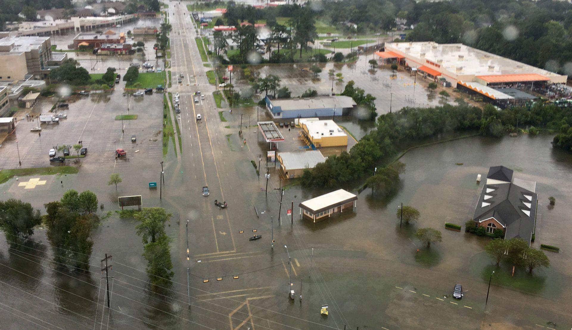 Bijela kuća će hitno zatražiti 5,9 milijarda dolara za pomoć žrtvama uragana Harvey