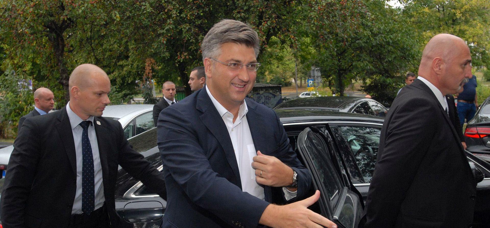 """PLENKOVIĆ """"Odluka o uvođenju poreza na nekretnine i dalje stoji"""""""