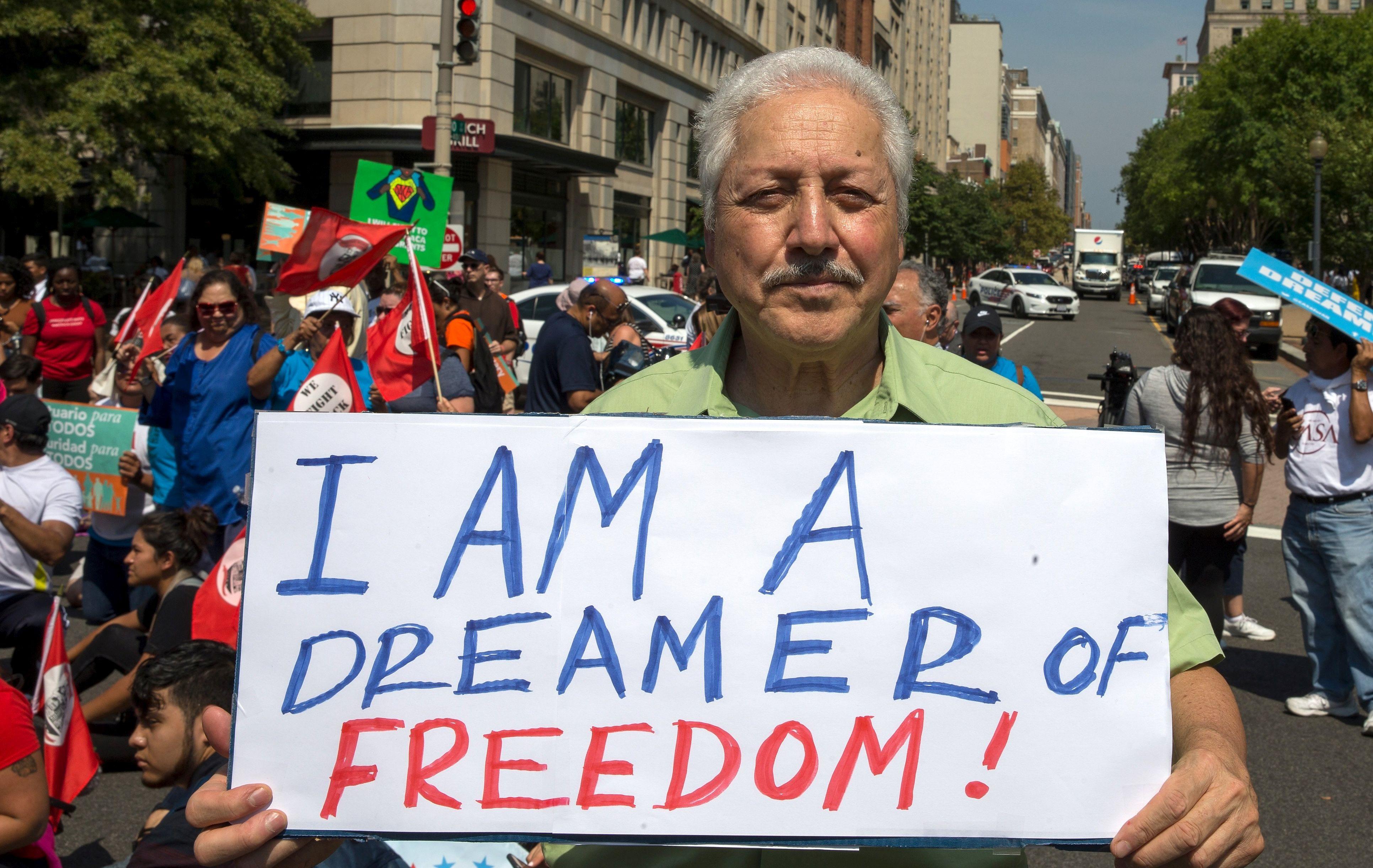 """""""PRODUKTIVNO"""" Demokrati tvrde da su postigli sporazum s Trumpom o migrantskom programu"""