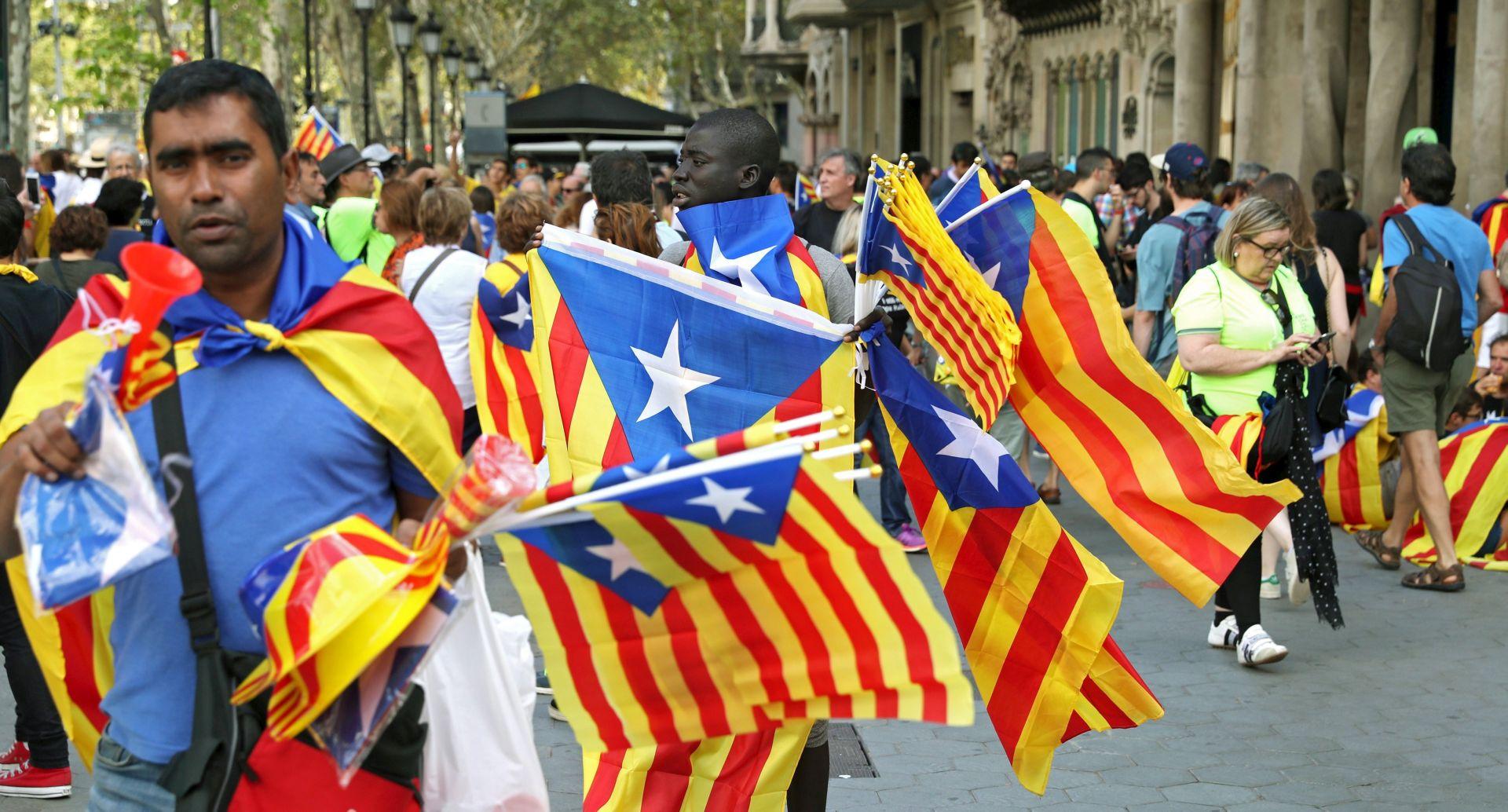 BARCELONA Tenzije ispred parlamenta i zgrade španjolske policije