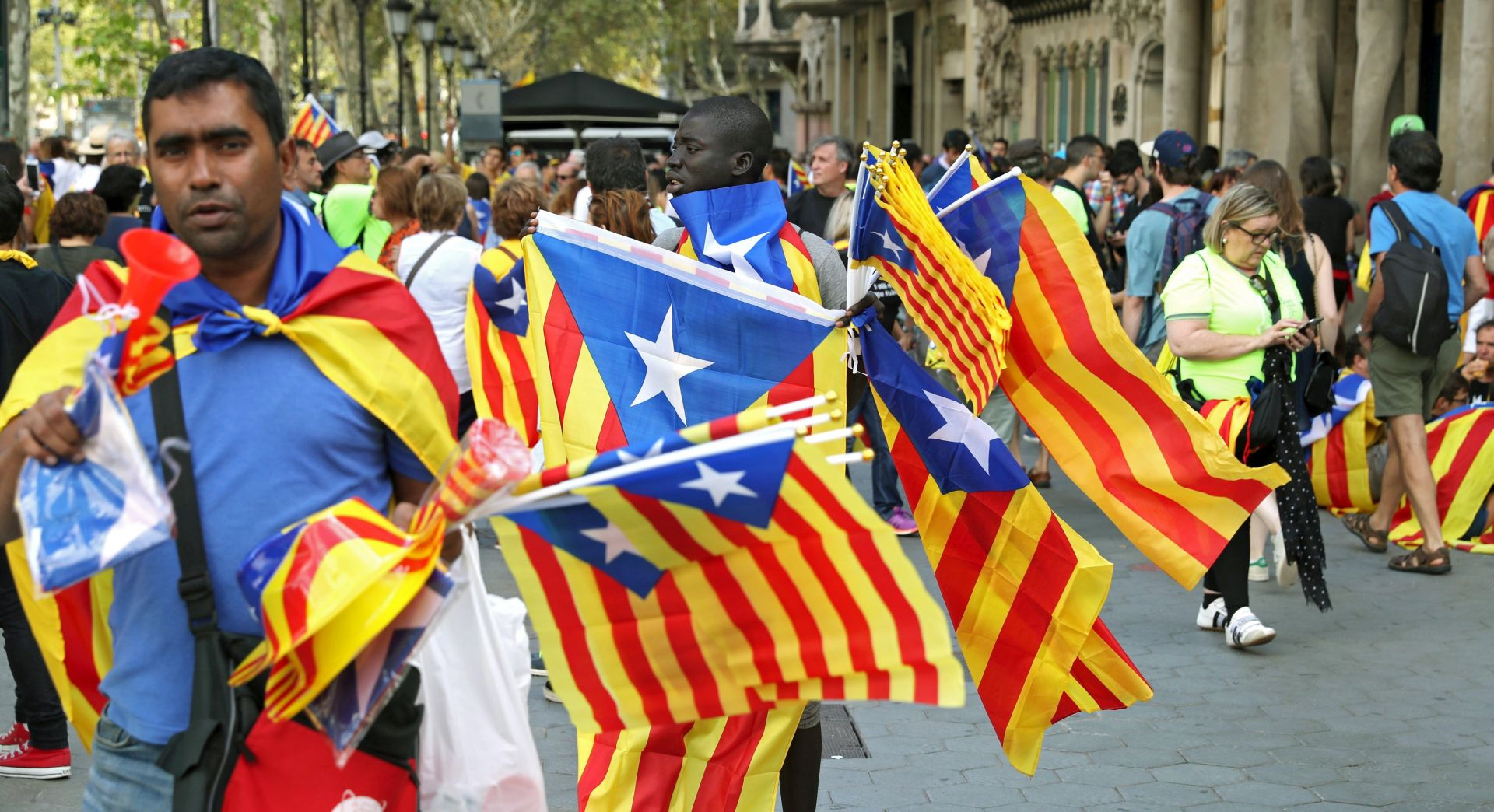 Oko 500.000 Katalonaca na ulicama Barcelone traži nezavisnost