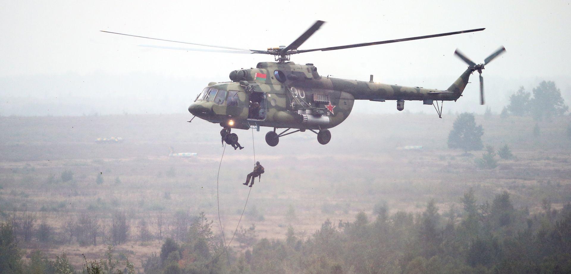 Putin prisustvuje iskakanju padobranaca u sklopu ratnih igara