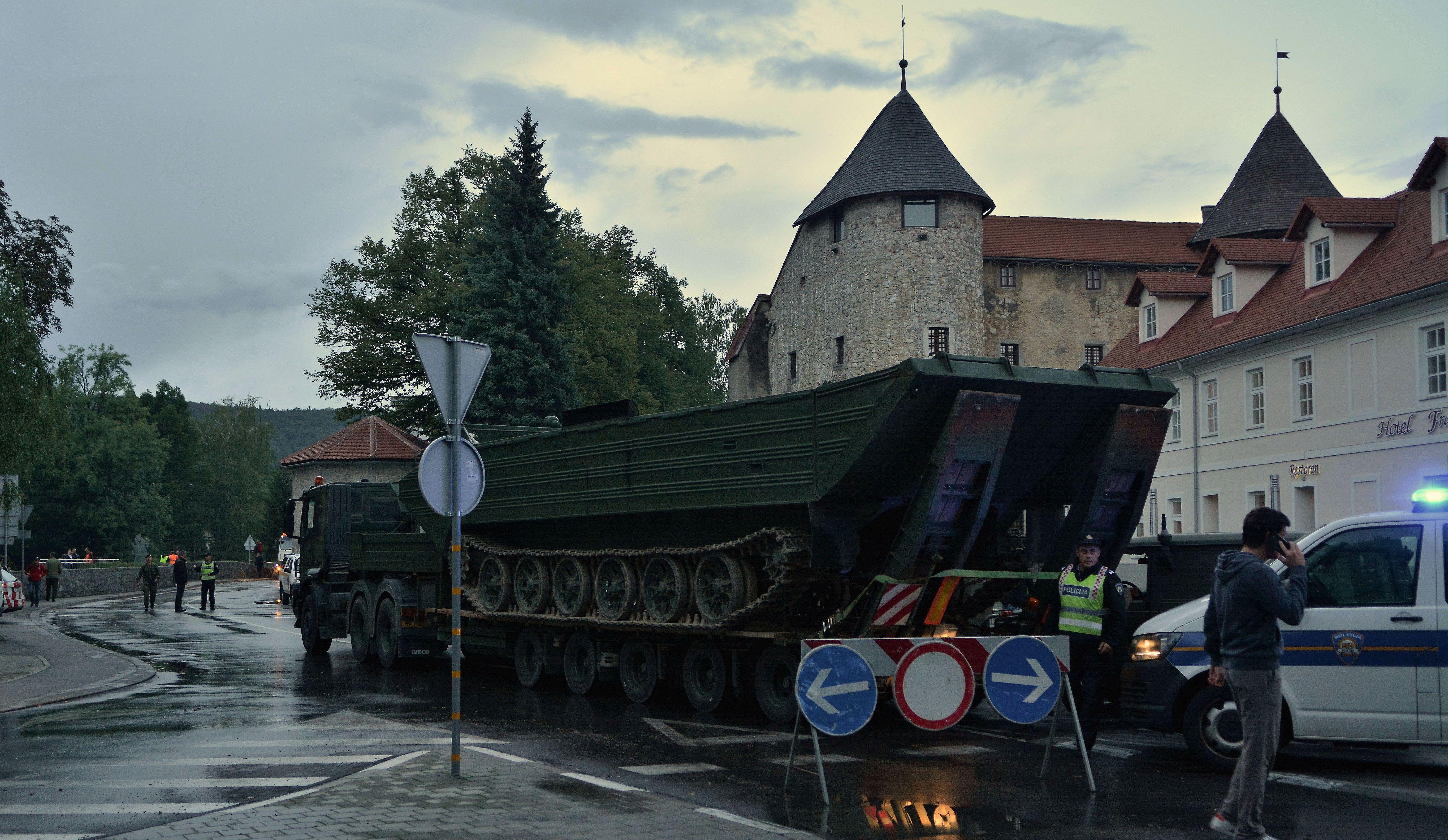 PROŠLA OPASNOST NA POPLAVLJENOM OGULINSKOM PODRUČJU Voda se povlači, vojska odlazi iz grada