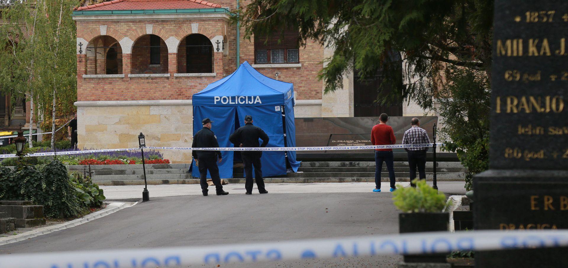 MIROGOJ Na Tuđmanovu grobu ubio se fotograf koji je objektivom pratio predsjednika