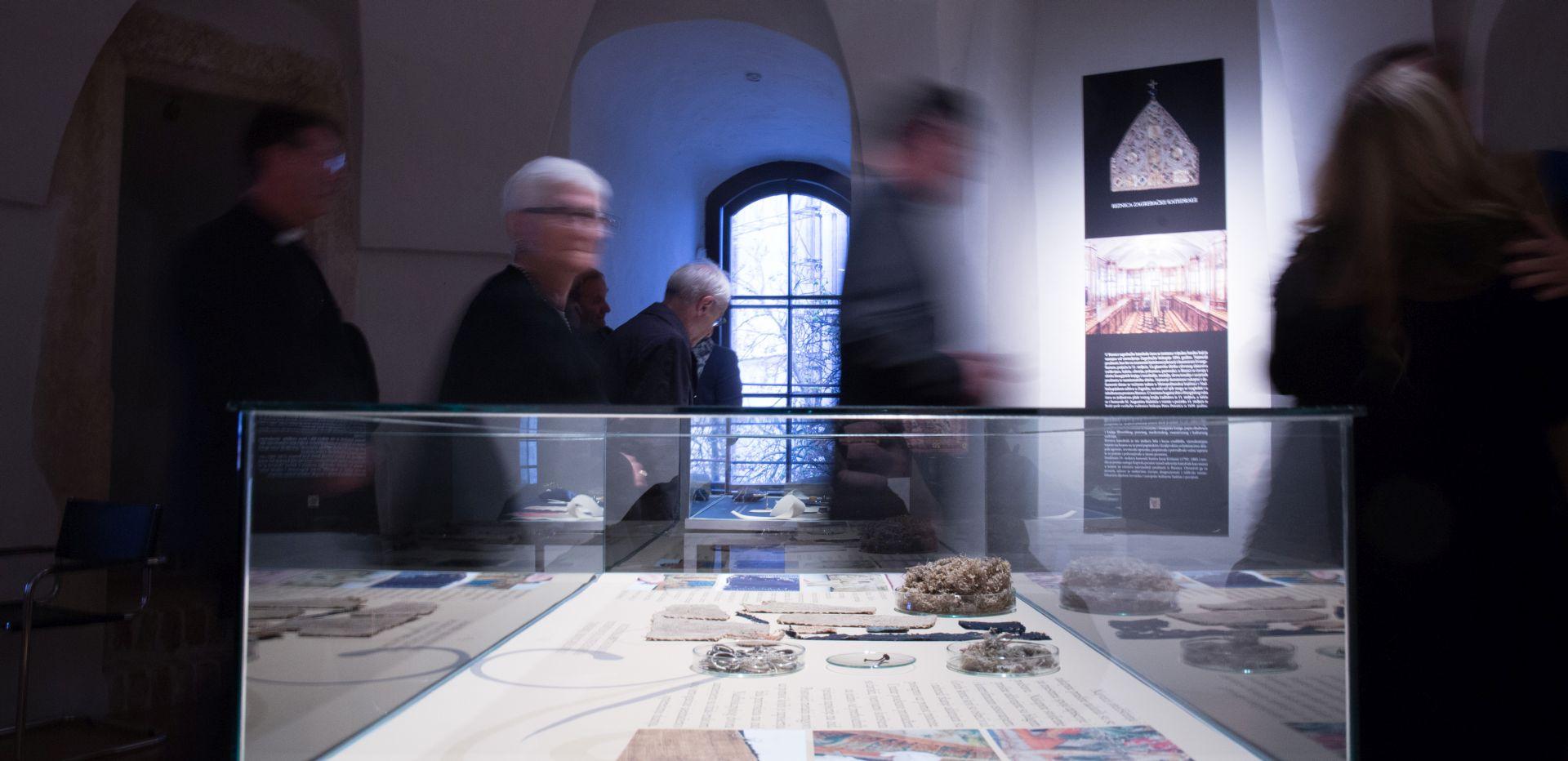 """Izložba """"Zlatne niti, restaurirani tekstilni predmeti iz Riznice zagrebačke katedrale"""""""