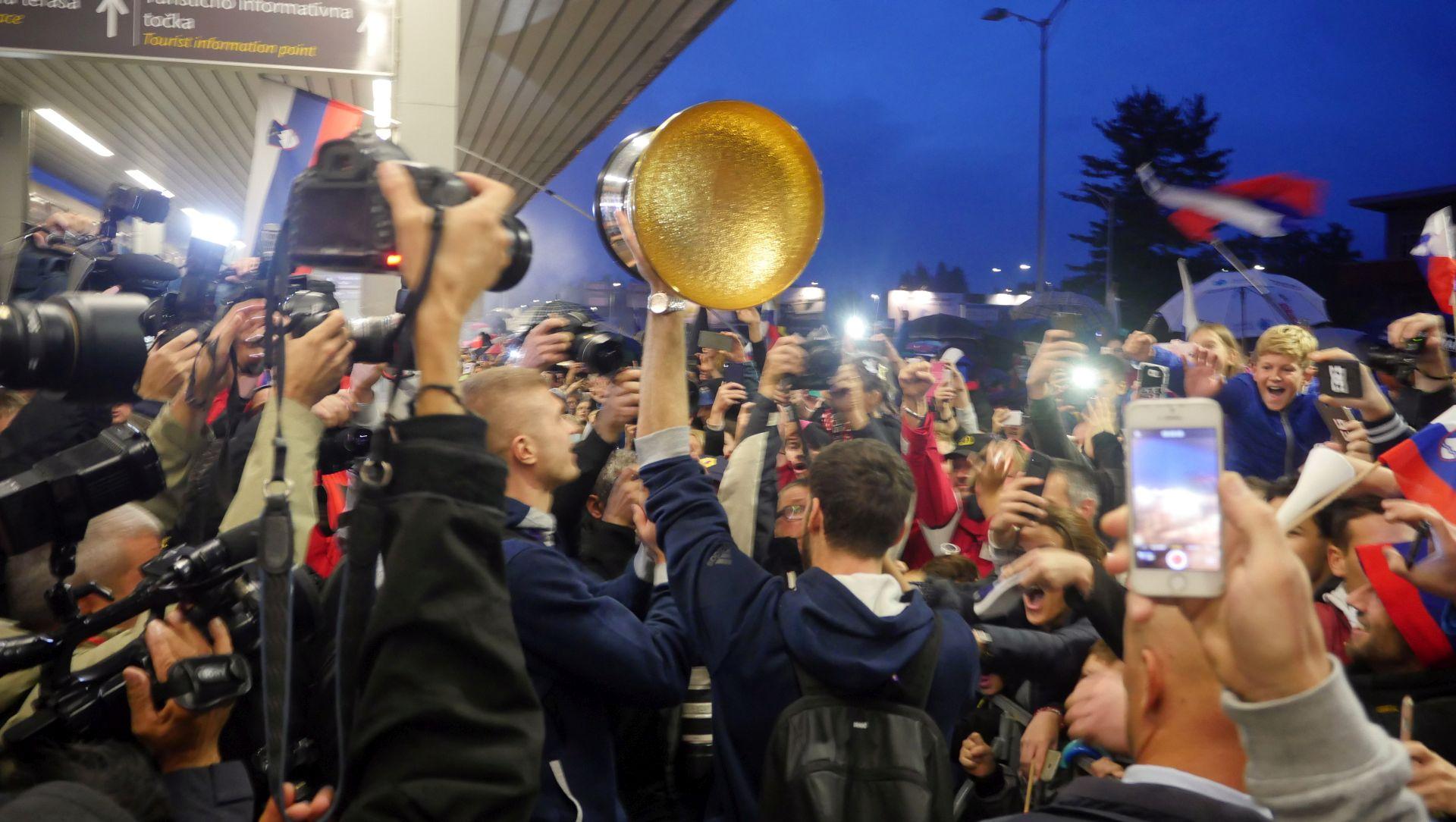 SLOVENIJA Nastavlja se košarkaška euforija, Pahor će odlikovati reprezentaciju najvišim odlikovanjem
