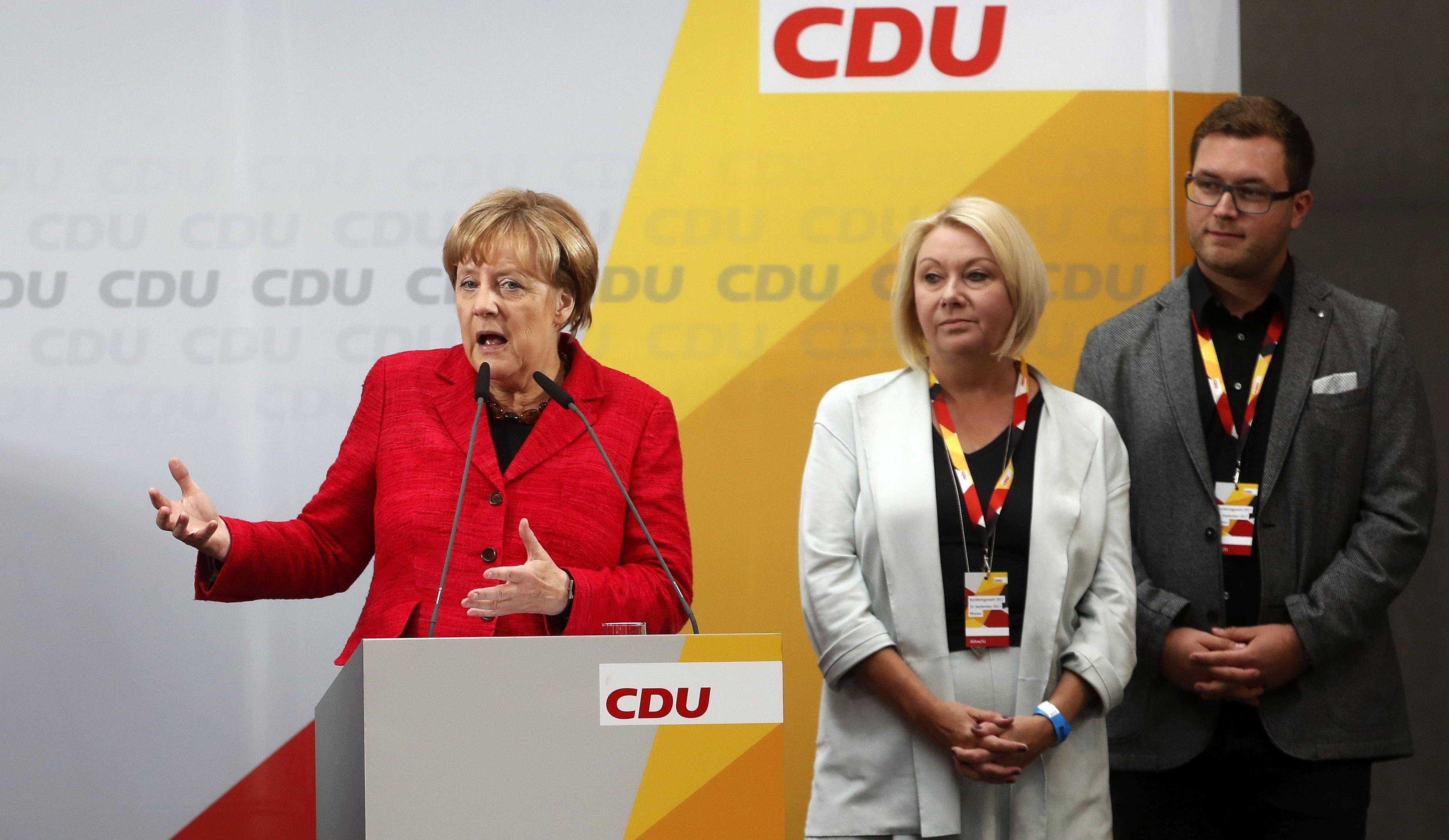 Konzervativci Angele Merkel vode pred nedjeljne izbore, krajnja desnica napreduje