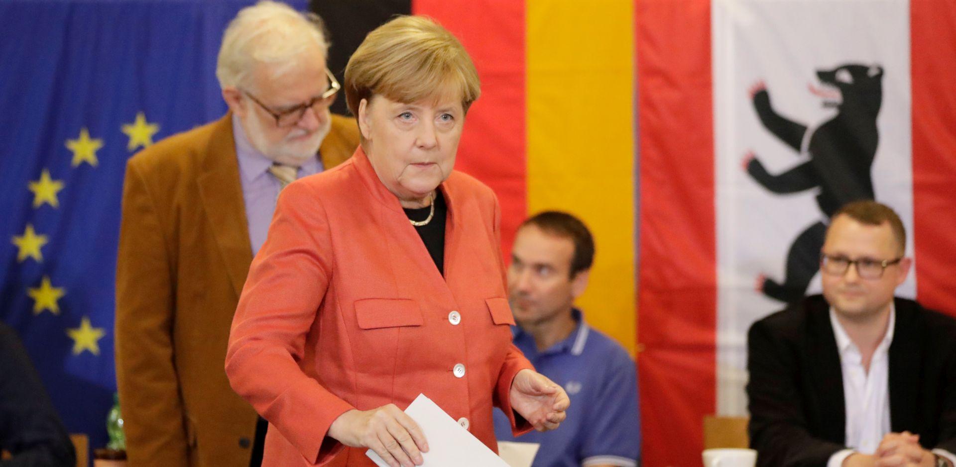 IZLAZNE ANKETE Stranka Merkel u vodstvu, desničarki nacionalisti AfD treći
