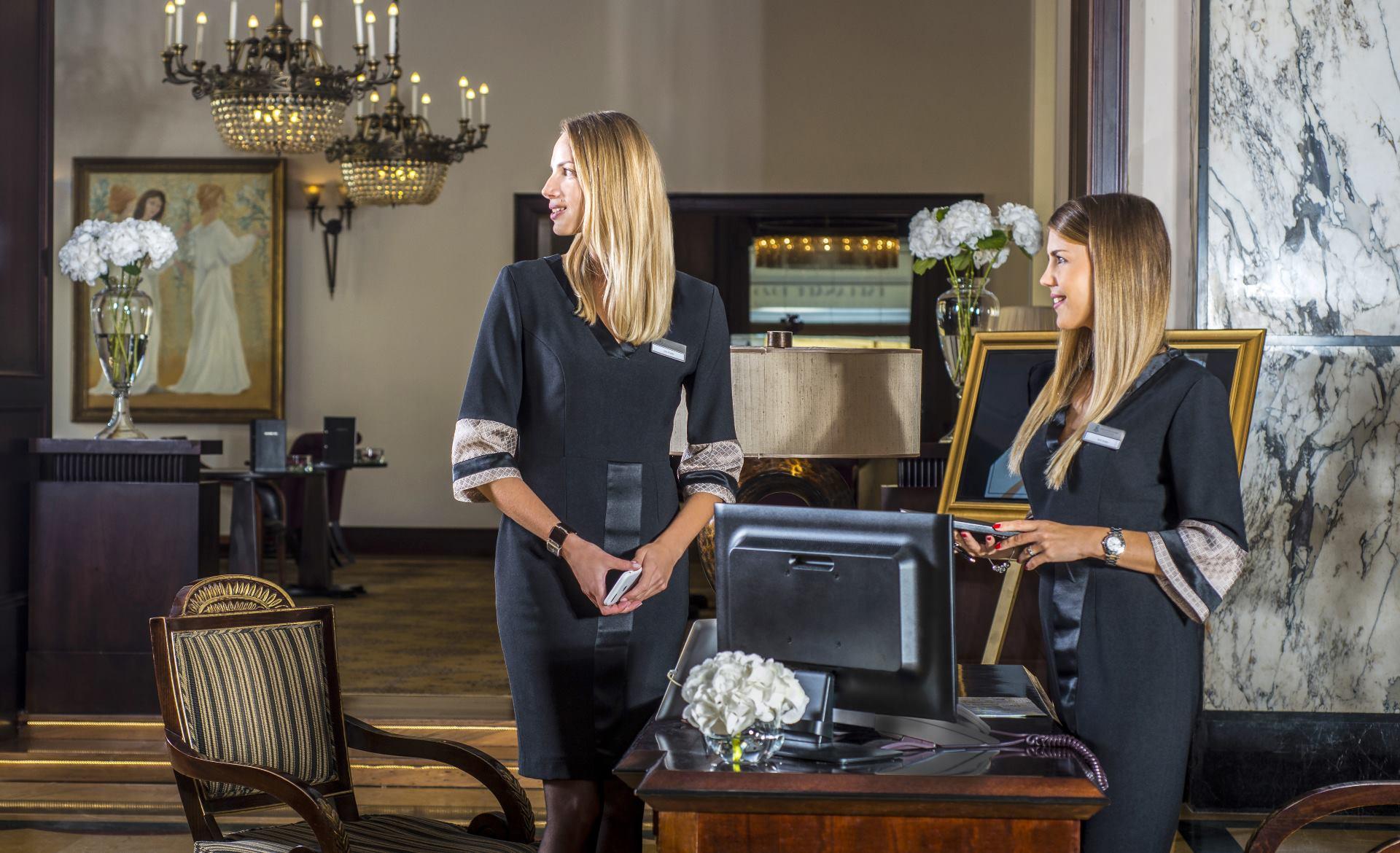 FOTO: Nove stilizirane uniforme Hotela Esplanade potpisuje domaći modni brend DeLight