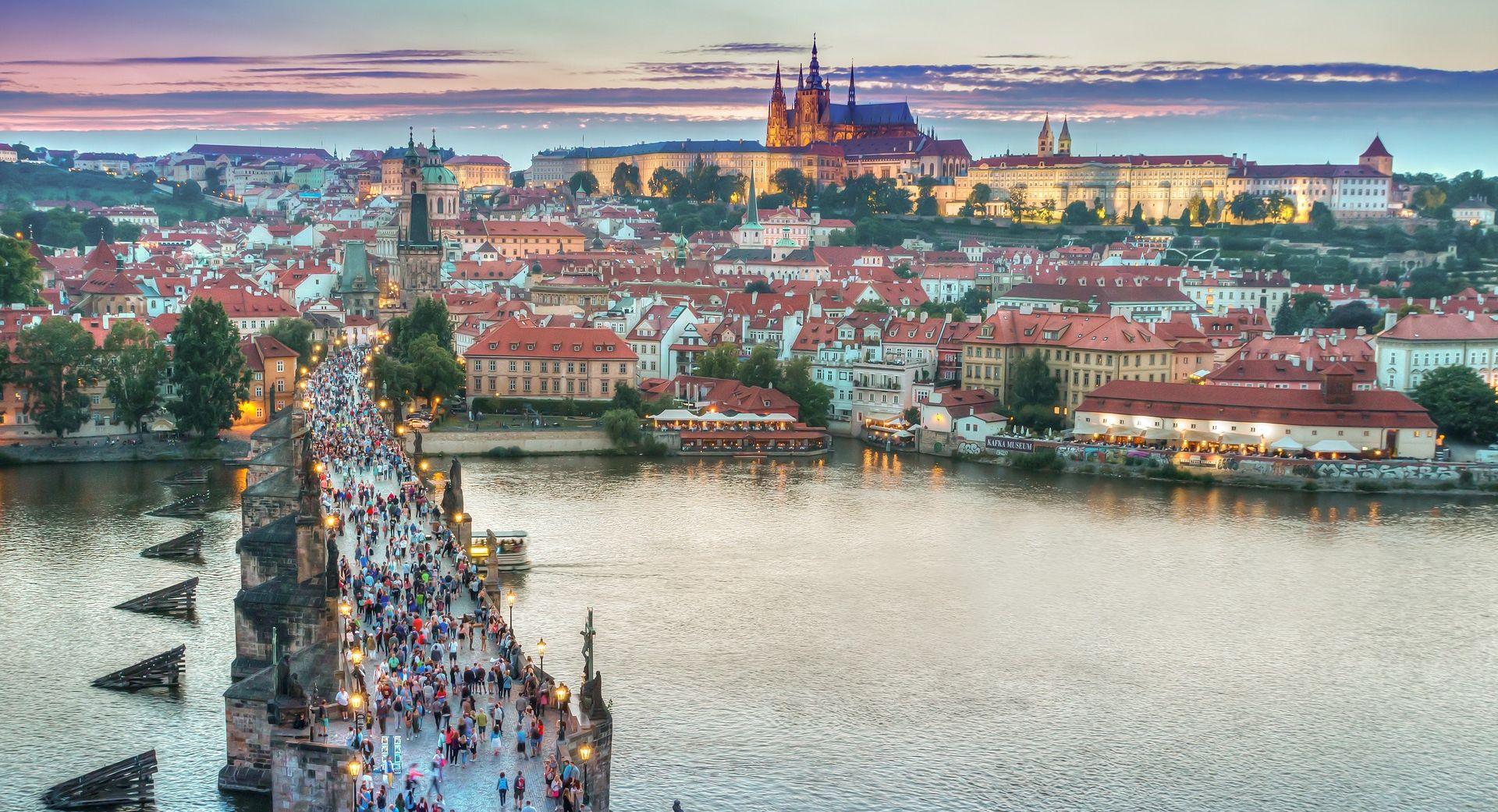 Učenik šibenske Prometno-tehničke škole smrtno stradao na maturalcu u Pragu