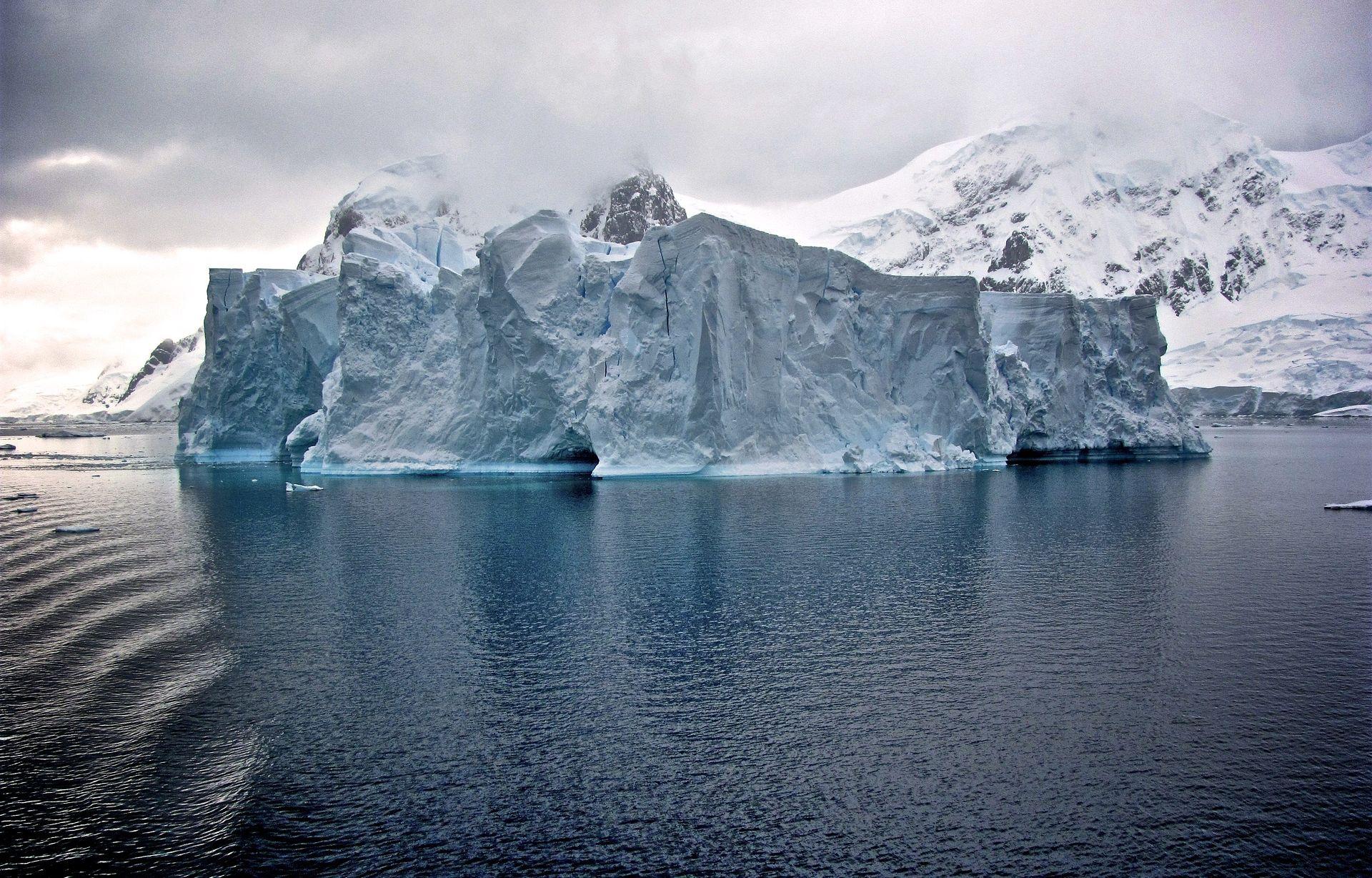Jedna od najvećih santi leda ikada otklizala u more
