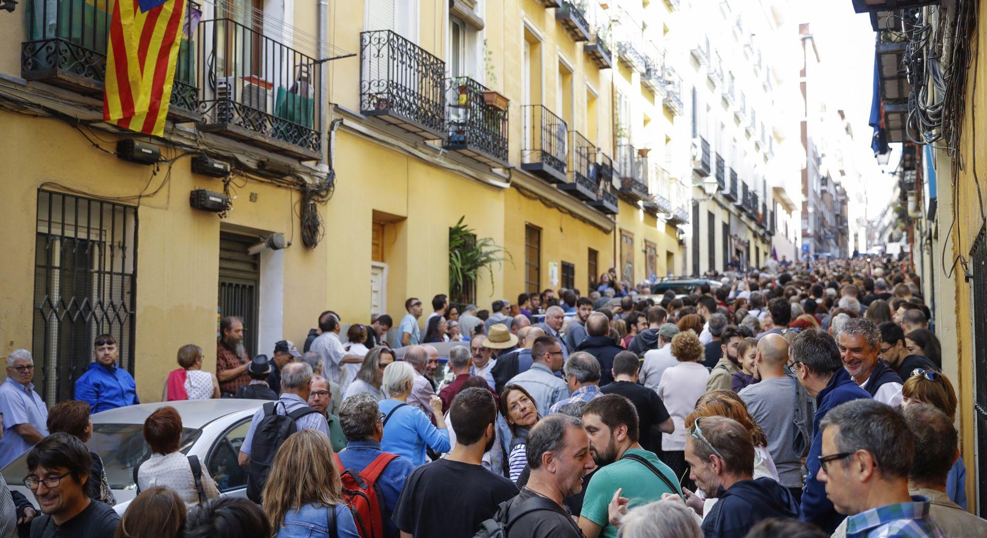 """POTPORA IZ METROPOLE Stotine Madriđana brane katalonsko """"pravo odlučivanja"""""""