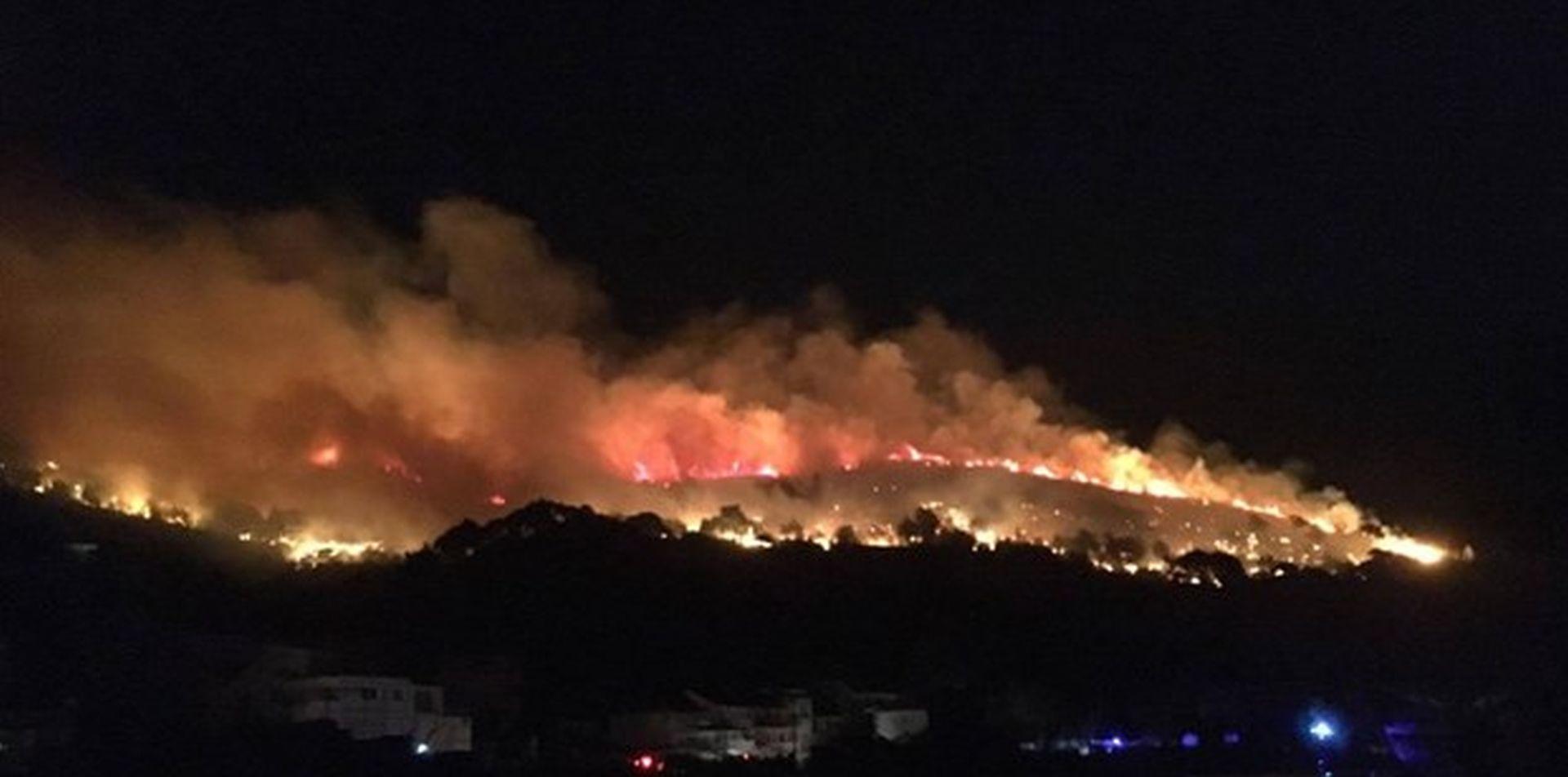 VIDEO: Buknuo veliki požar na Krilu Jesenice, vatrogasci krote vatrenu neman