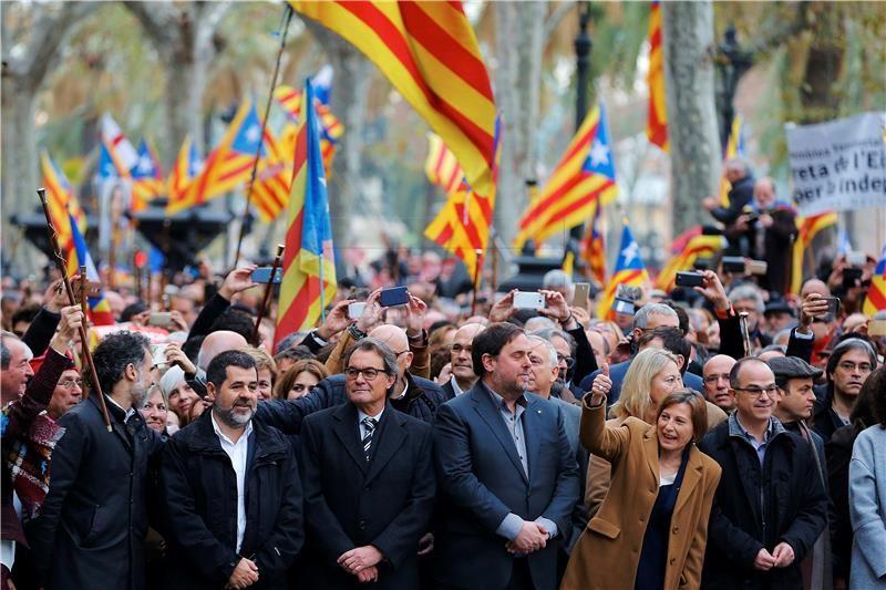 Velike globe za organizatore referenduma u Kataloniji