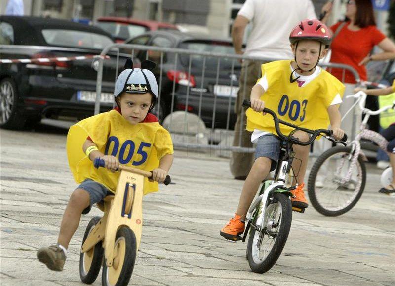 Prometno-edukativna akcija 'Sigurno u školu s HAK-om'