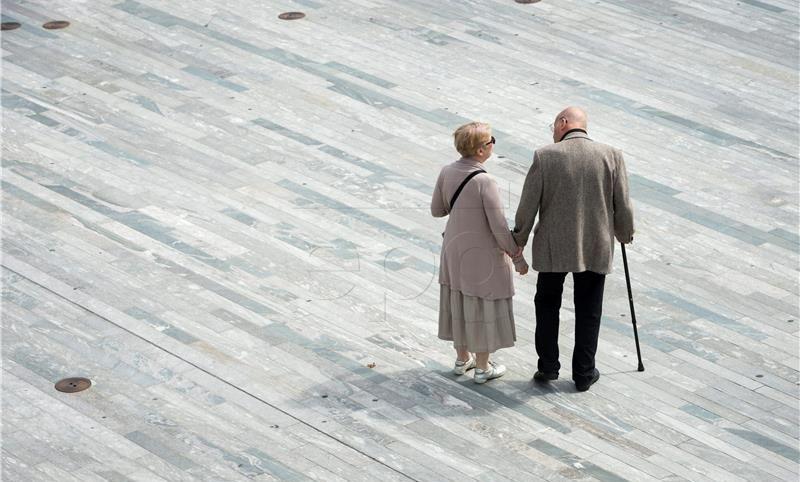 Švicarski glasači odbacit će podizanje dobne granice za umirovljenje za žene