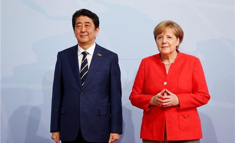 Abe i Merkel žele strože sankcije za Sjevernu Koreju