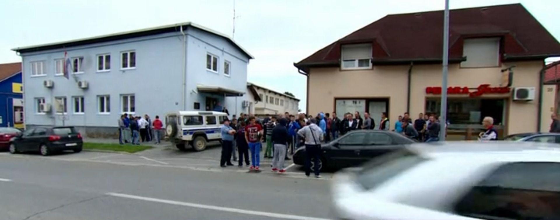 "PROSVJED GRAĐANA PRED POLICIJOM U SLATINI ""Povod napada je mržnja, mi smo za njih Šiptari s Kosova"""