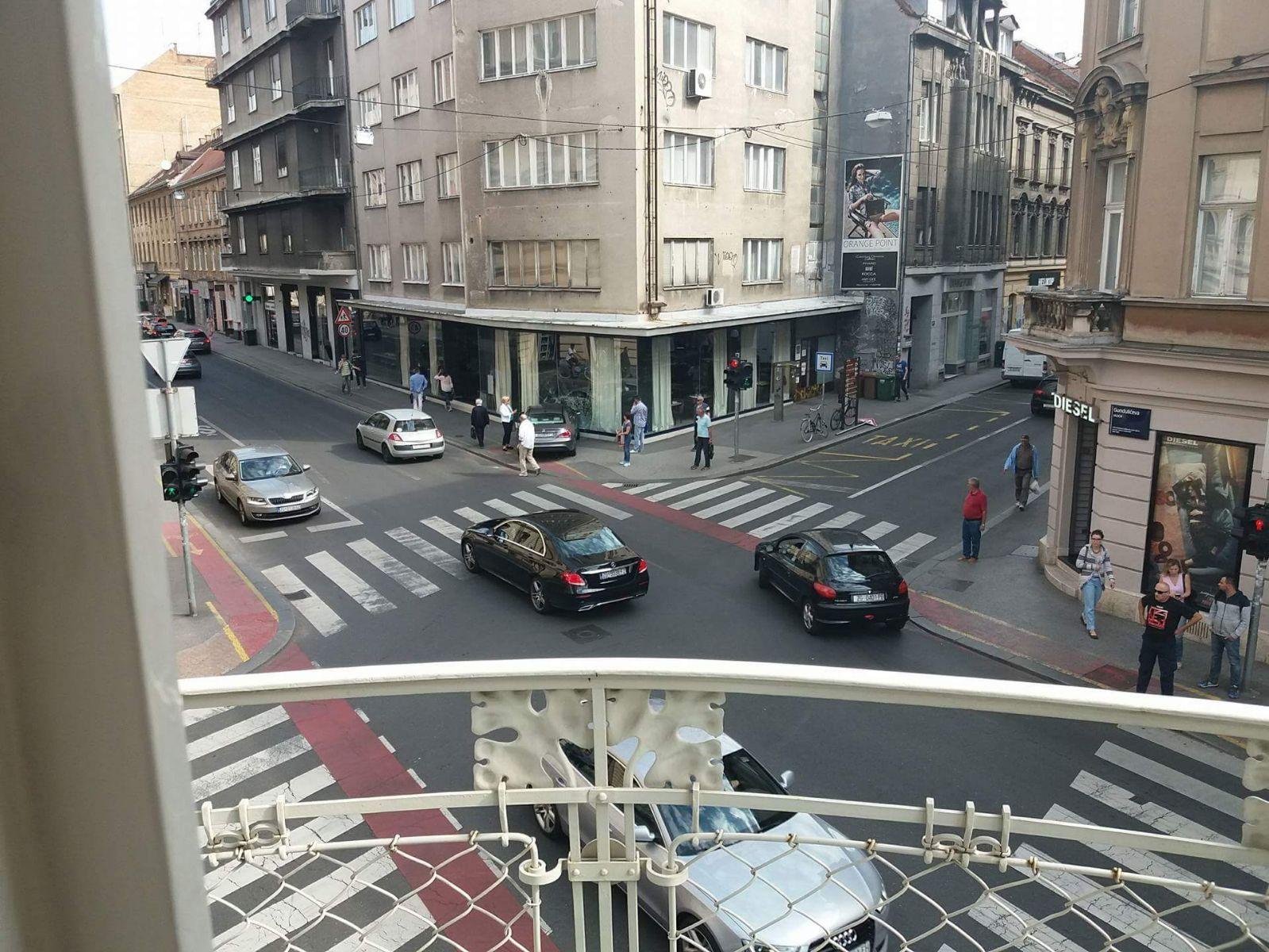 BIZARNA PROMETNA NESREĆA U ZAGREBU Autom se zaletila u japanski restoran