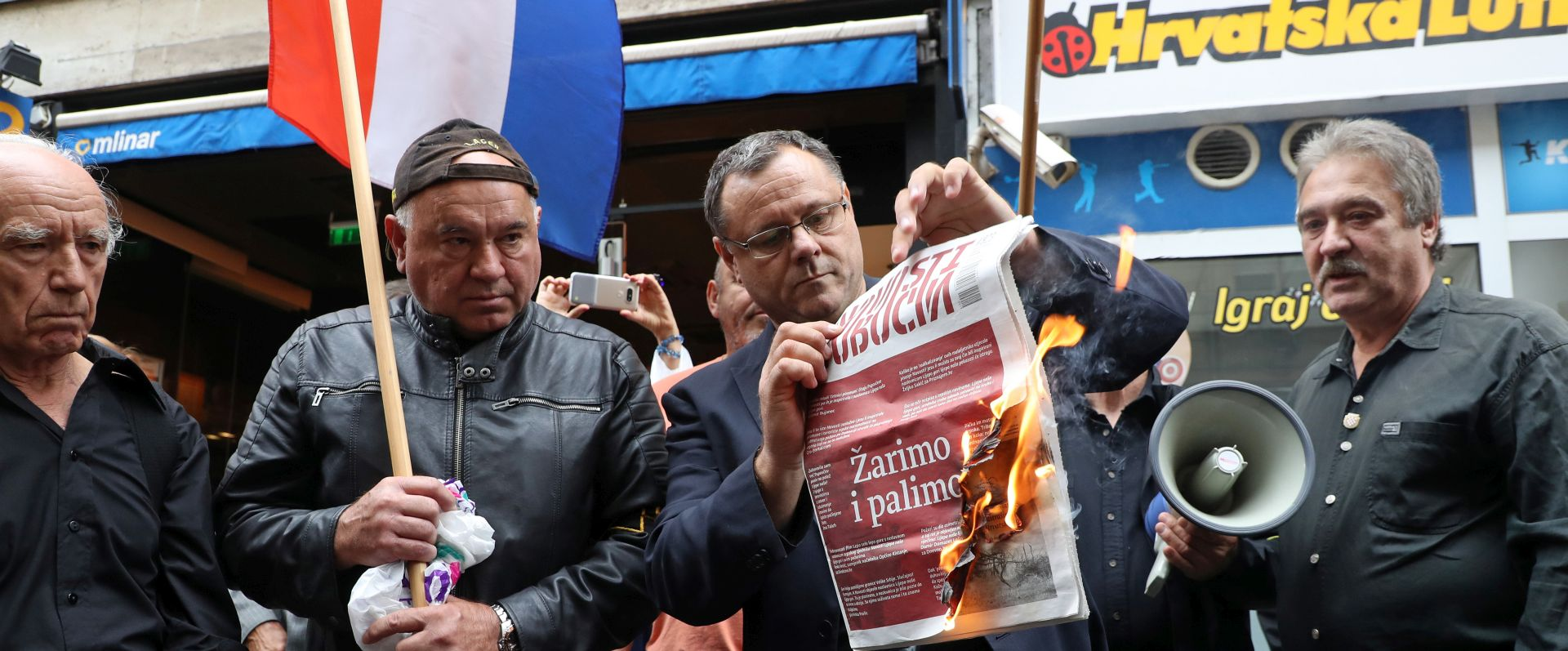 Keleminec ponovno palio Novosti, priveden i fotoreporter
