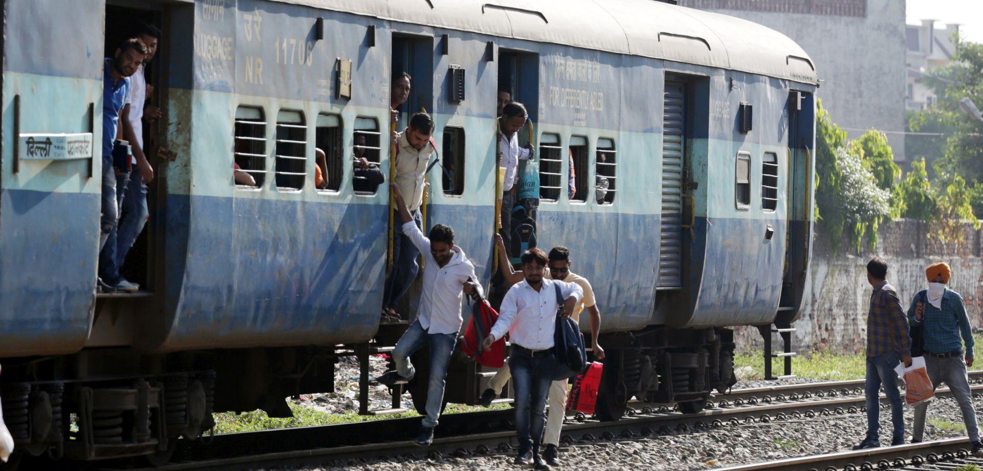 FESTINA LENTE Najmanje 15 mrtvih u ljudskom stampedu u Mumbaiju