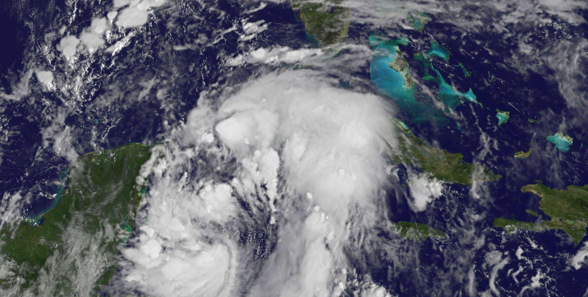 Uragan Nate sve bliže SAD-u, proglašeno izvanredno stanje u četiri države