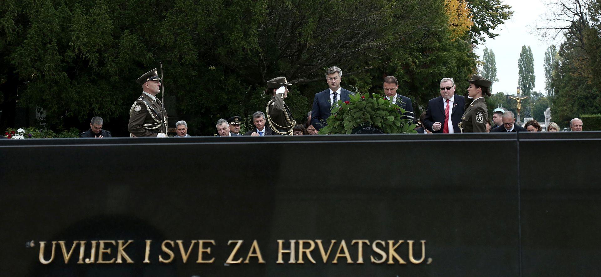 DAN NEOVISNOSTI Državni vrh položio vijence na Mirogoju