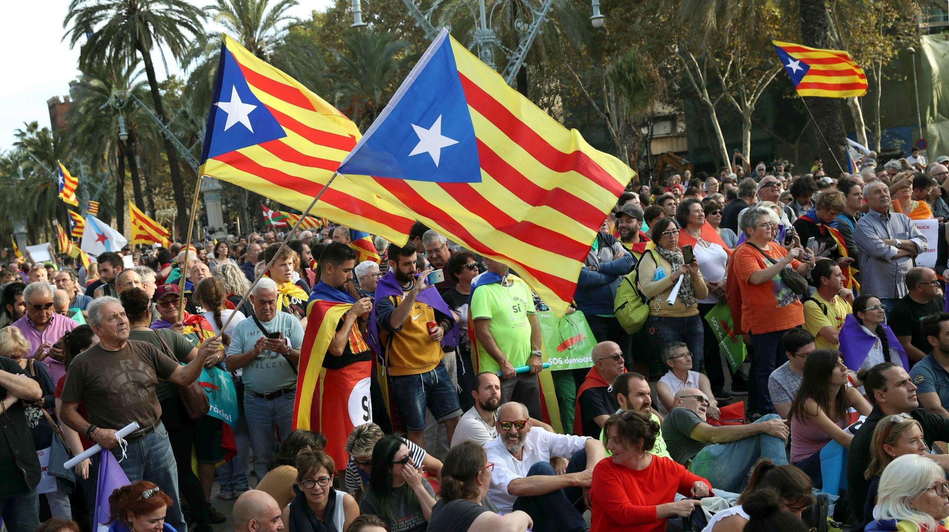 MADRIDU NJEGOV GOVOR 'NEPRIHVATLJIV' Puidgemont potpisao deklaraciju nezavisnosti