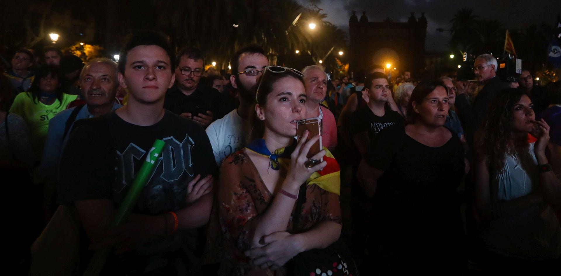 NAPETOST Neizvjesnost u Kataloniji, traju policijske pretrage a predsjednik Puigdemont u bijegu