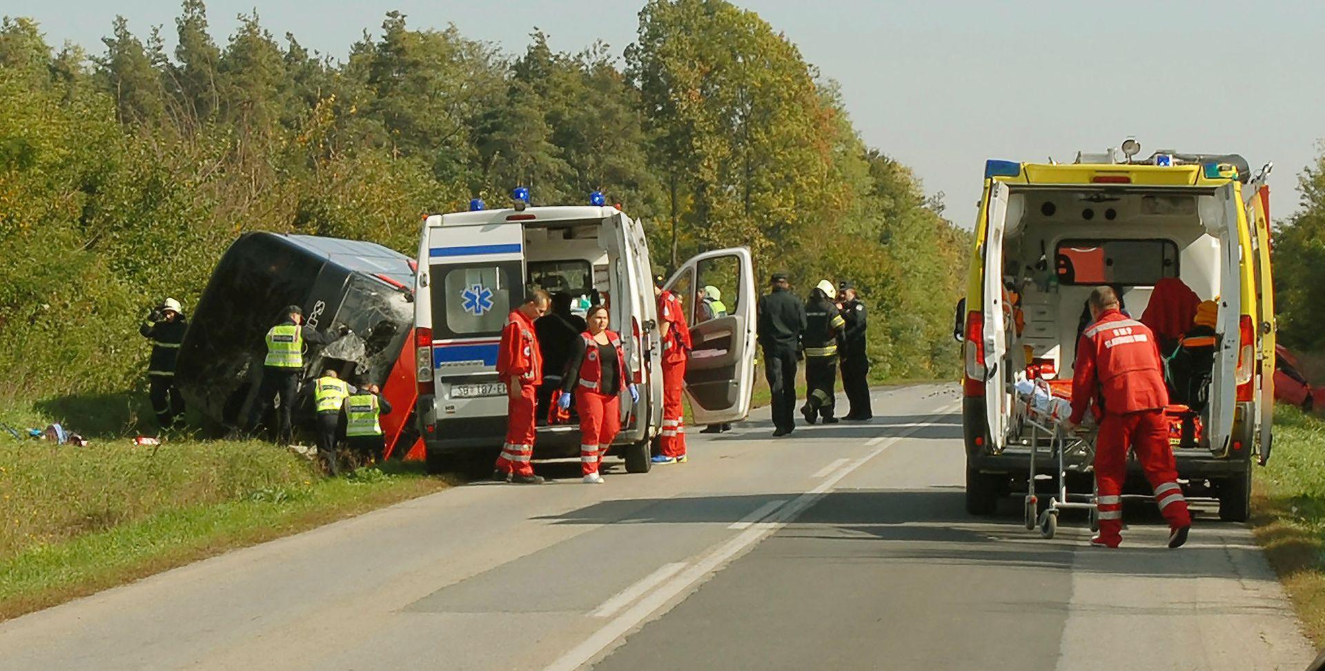 Policija objavila detalje nesreće u kojoj se prevrnuo autobus pun djece