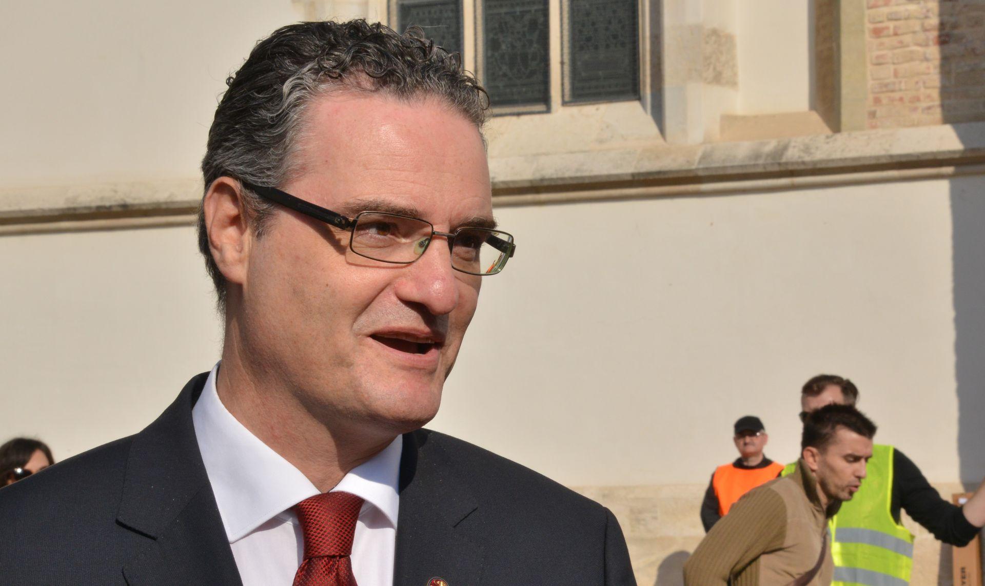 """HODAK PORUČIO UDRUZI VIGILARE """"Prestanite tražiti novac od građana za tužbu protiv Josipovića"""""""