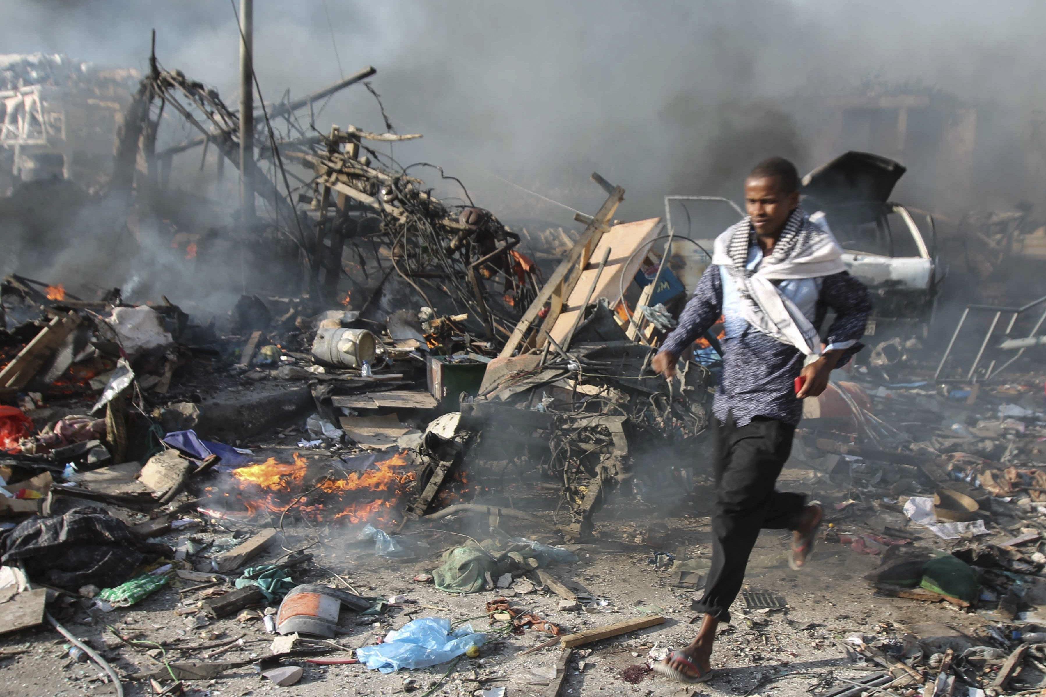 U napadima u Mogadishuu najmanje 237 mrtvih